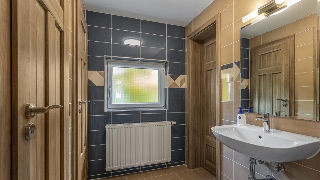 B předsíňka sprch a WC v patře